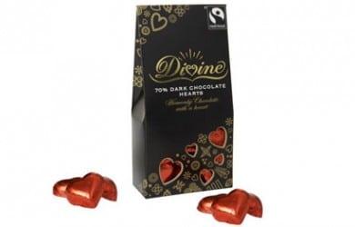 Mørk chokolae formet som søde romantiske hjerter
