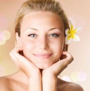Ansigtsprodukter som serum, creme og pudder