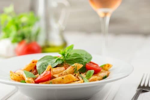 På et weekendophold kan dig og din kæreste nyde en god middag