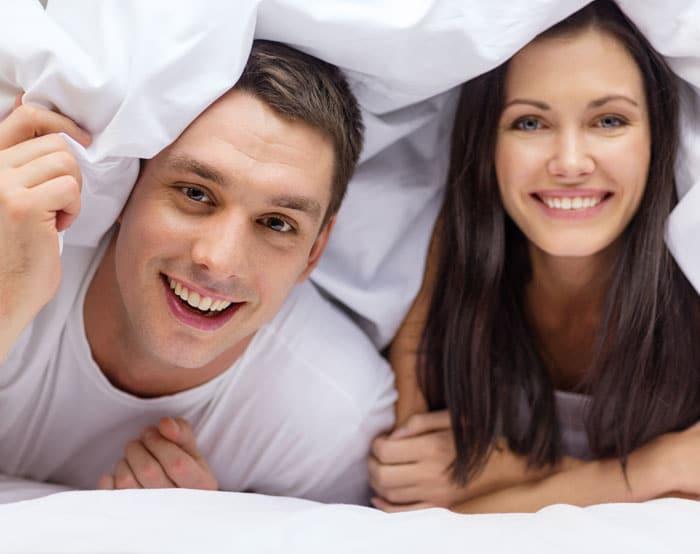 Forelsket par på romantisk luksus weekendophold