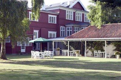 Hotel Hornbækhus ligger ved den populære strand