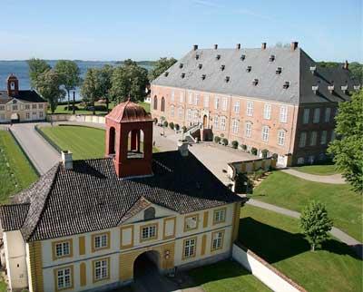 Valdemars Slot ligger smukt på Fyn