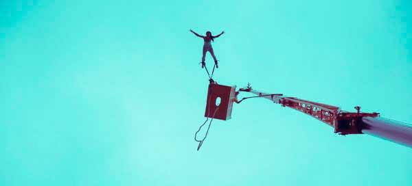 Et bungy jump er en fødselsdagsgave til den frygtløse mand