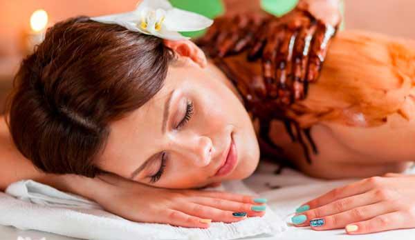 Chokolade massage er den afslappende fødselsdagsgave til hende