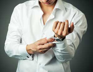 Smykker eller manchetknapper til ham