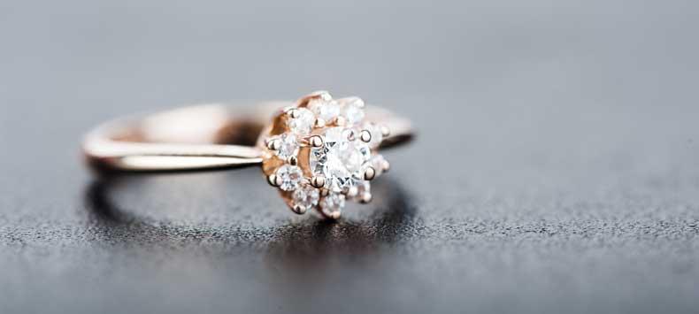 Smuk diamantring til kæresten