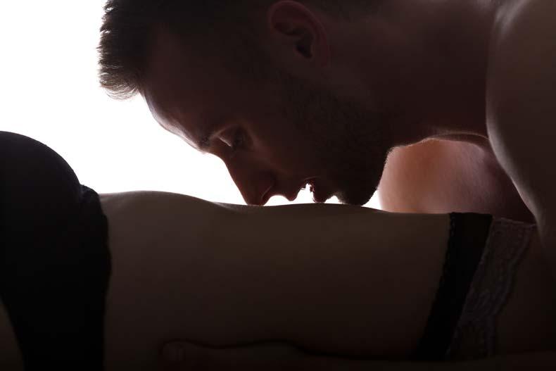 Par der dyrker blid, romantisk sex