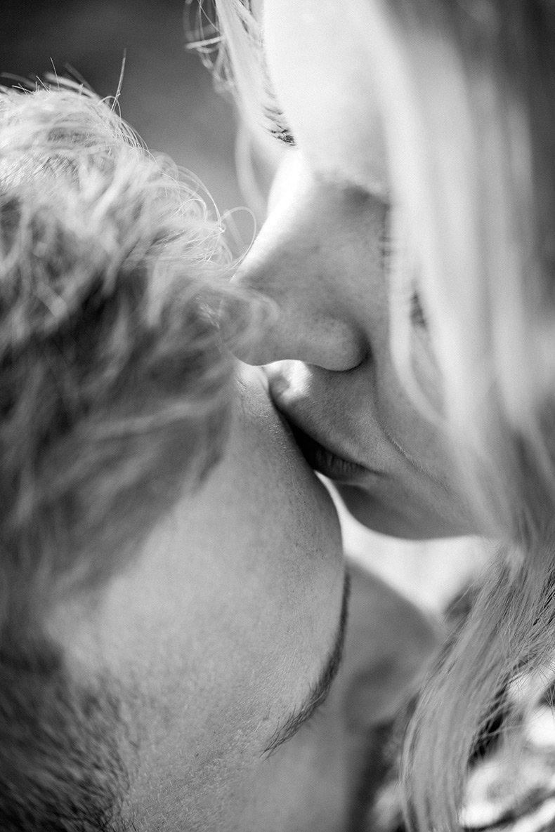 Intimt kys på panden
