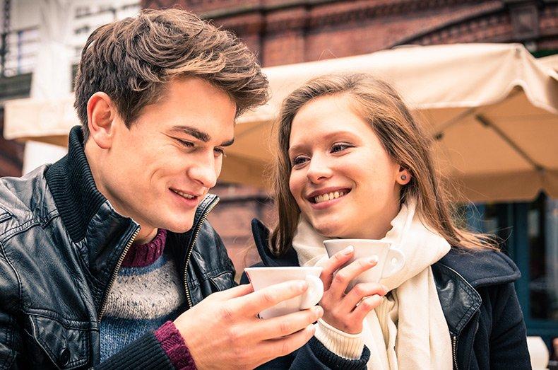 Mand og kvinde på date